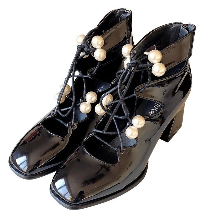 NETSHOP collection 甜美個性綁帶珍珠漆皮馬丁淺口方頭粗跟高跟鞋 黑色