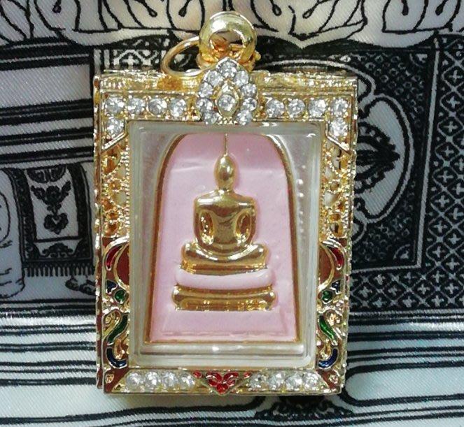 佛曆2554年龍婆本廟龍婆三安開光加持崇迪經文佛牌(粉底金)