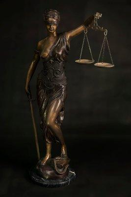 正義女神 -- Justitia