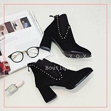 Sis KOREA 簡約奢華 復古時髦   韓國設計鞋鉚釘尖頭 高跟鞋粗跟 短靴 短筒馬丁靴
