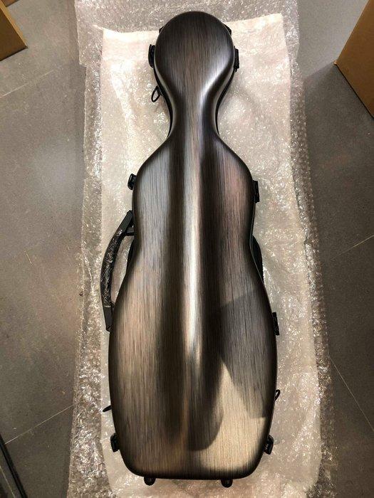 【六絃樂器】全新高質感銀色髮絲紋 輕量化琴型小提琴盒 / 現貨特價