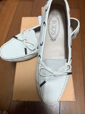 TOD'S Loafers Shoes 白色豆豆鞋 Tods (有單)