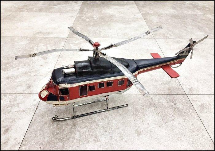 【歐舍傢居】復古仿舊鐵皮模型紅藍色直升機飛機擺飾 純手工製品 收藏另有偉士牌蒸汽火車ET8重機道具拍攝櫥窗佈置品工業風