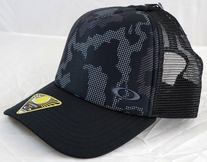 全新 Oakley 黑色米彩通風年輕款高爾夫球帽,只有一件 ,低價起標無底價!本商品免運費!