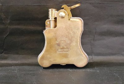 ONE*$1~美國*RONSON-Banjo 1927《班卓琴*煤油打火機》仿舊-黃銅電鍍/蝕刻*編號:R01M006