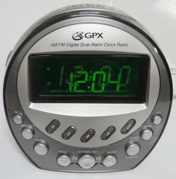 美國 GPX CR4004DT 多功能 倒數 定時 睡眠 收音機 雙鬧鐘 調頻收音機 LED大屏幕時間顯示,全新