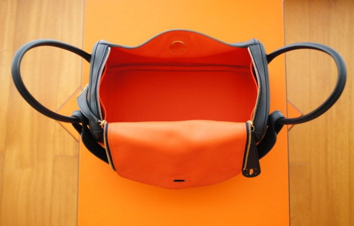 Hermes 26 cm 愛馬仕 lindy bag ~ 76 深藍 拼 8V 罌粟橘 稀有雙色金釦款