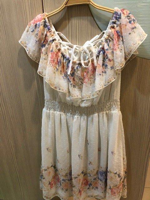 小花別針、專櫃【0918】白色雪紡連身裙洋裝