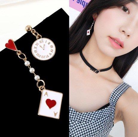 #目前現貨供應中 E-360 韓版個性不對稱耳釘 甜美愛麗絲撲克時鐘耳環(可改夾)
