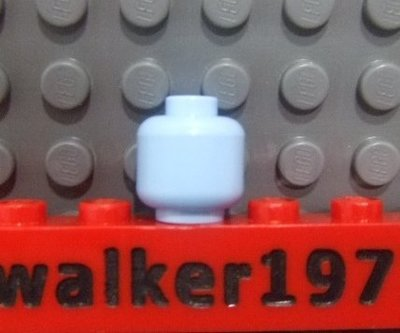 【積木1977】Lego樂高-全新 亮淡藍色人頭 / 素色素面人頭 (Bright Light Blue)