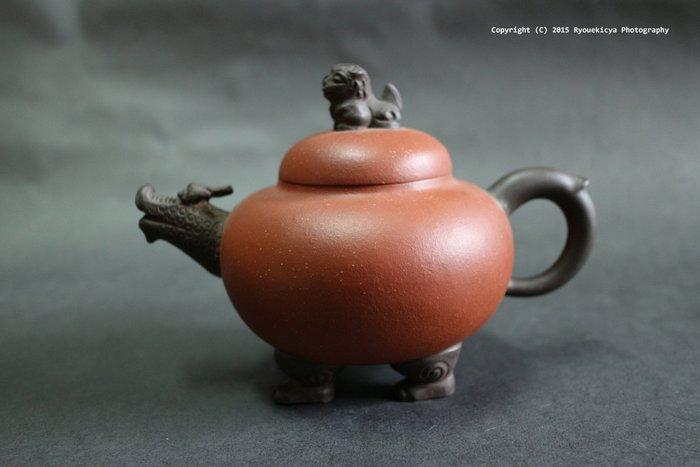 李萍 / 瑞獸鈕四足壺 龍獅壺 雙色泥 調砂 紫砂壺