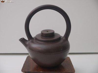 宜興紫砂 創意精品全手工巨輪提樑壺 Yixing Zisha Teapot Handcrafted with Overhead Handle