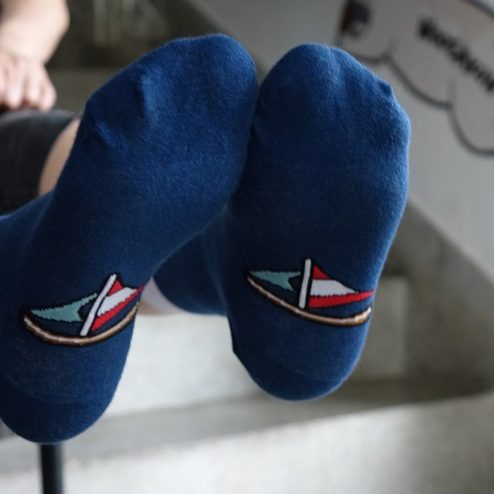 郭公館工作室原創腳踏兩條船襪
