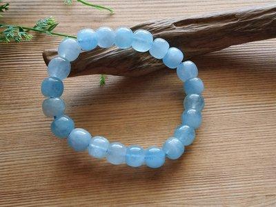 簡單Simple。現貨。10462號天然巴西海藍寶老型珠水晶手珠手鍊、象徵沉着、勇敢和聰明。11MMx10MM。