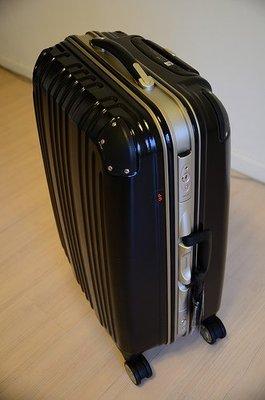 行李箱 美麗華 Commodore  戰車行李箱 24 吋 霧面  尊爵黑 8輪、硬殼、 TSA鎖