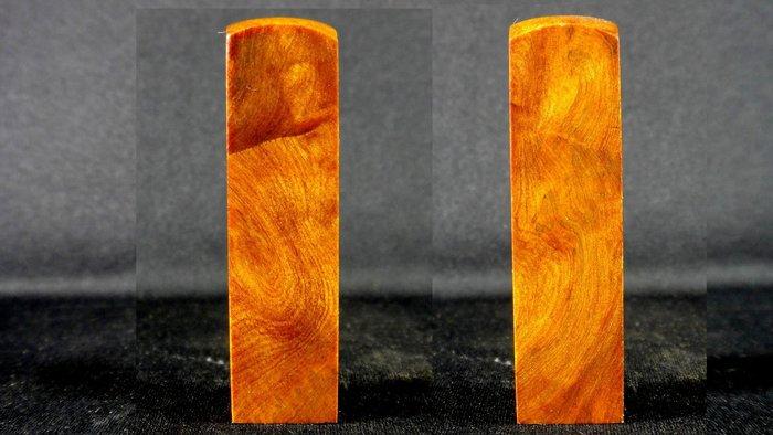 [福田工藝]台灣千年梢楠鈦金閃花鳳尾瘤聞香把玩印章/味濃醇5分[肖楠印17]