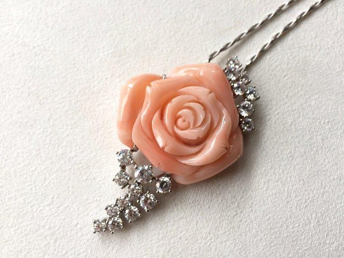 【Texture & Nobleness 低調與奢華】天然粉紅珊瑚玫瑰 配鑲施華洛世奇水鑽 純手工歐式雕刻 18k胸墜