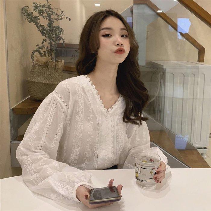 小香風 短袖T恤 時尚穿搭 網紅女裝 韓版 甜美氣質寬松V領百搭蕾絲勾花襯衫百搭上衣