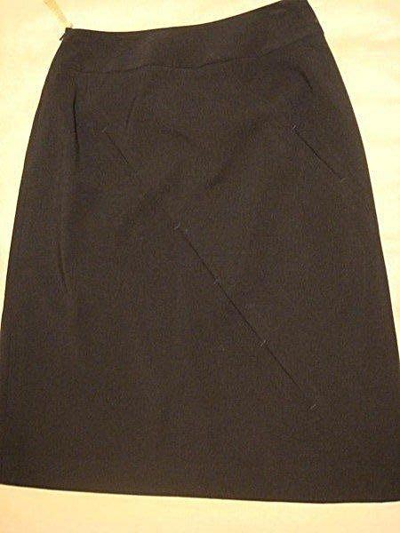 出清大降價!全新義大利製設計師 SISI 黑色質感超好的及膝裙!(賣場有成套背心) 低價起標無底價!本商品免運費!