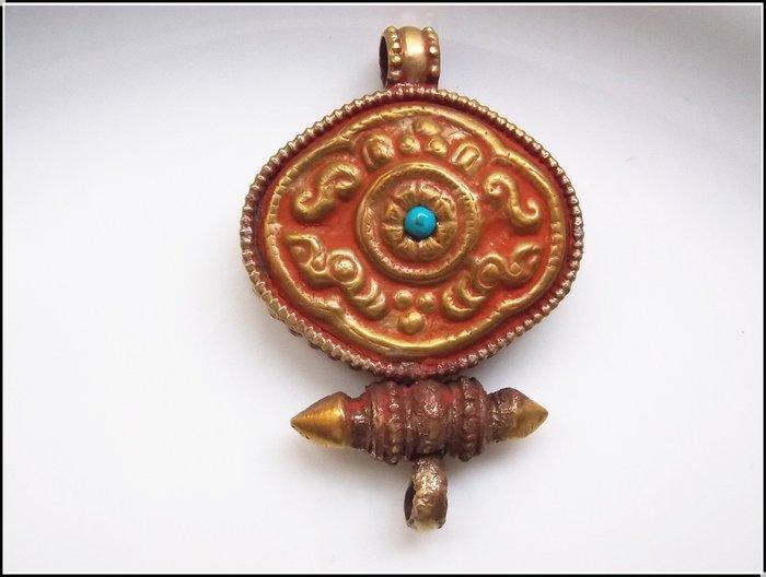 【雅之賞|藏傳|佛教文物】特賣* 尼泊爾 銅鎏金純手工嘎嗚~501114