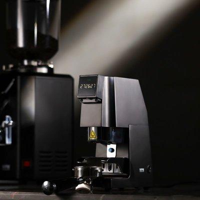 惠家&Slingshot聯名KILO自動填壓恒定壓力咖啡壓粉機器58手柄通用 Lucky
