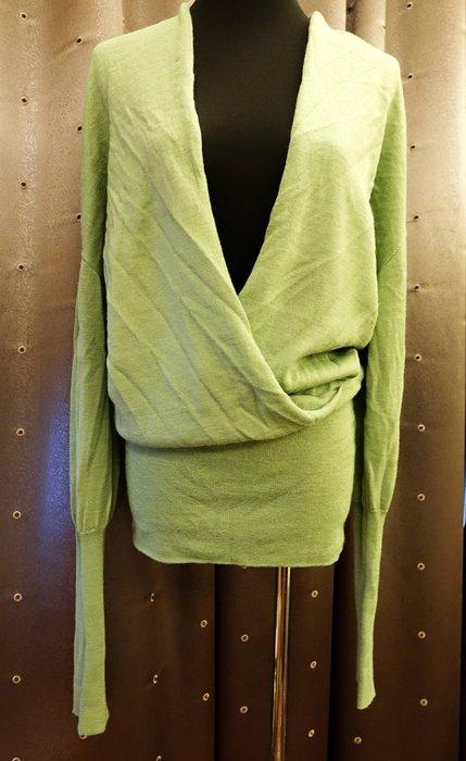 近全新 名牌 di piu: 淺蘋果綠色設計款縮口長袖毛衣,非常歐風有型的設計,盡顯您的獨特品味!免運費!