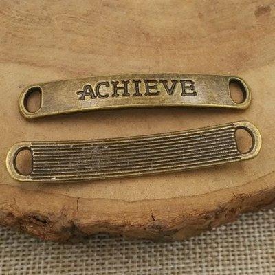 【匠真手作材料】…~古銅色ACHIEVE字牌吊飾~49*8mm…一份2個10元