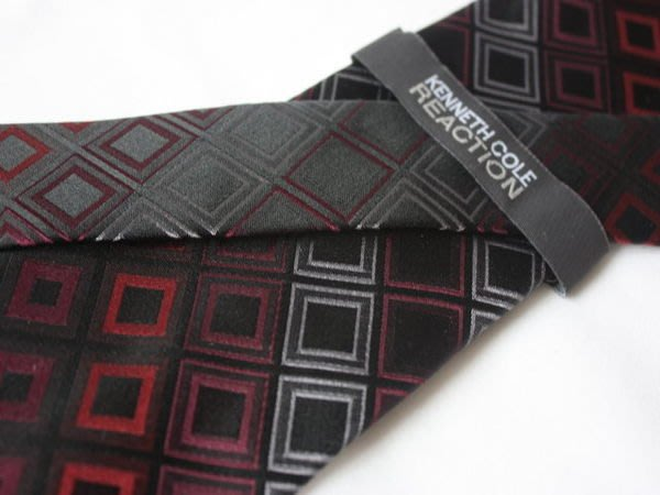 【KENNETH COLE】100%全新正品 中格紋領帶-黑紅色【寬版8.5cm】*領帶兩條95折三條9折*NEW KE02