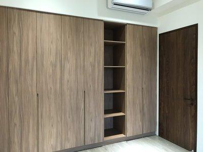 台中系統櫃--豪宅貌各式木紋雙開門系統衣櫃 { 湯姆 經典系統櫃 } 客製化