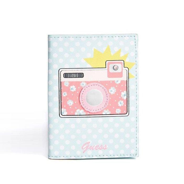 【GUESS】GUESS女款護照夾相機白點藍 F03190601-22