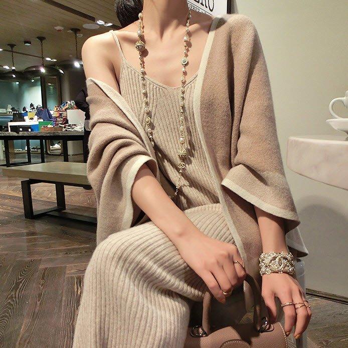 《巴黎拜金女》氣質斗篷式毛針織衫任意穿法寬鬆拼色外套不規則斗篷