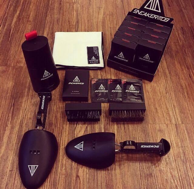 ☆AirRoom☆ Sneaker Mob Cleaning Kit 一組 附刷子+ 布 濕紙巾 馬毛刷 鞋撐 免運