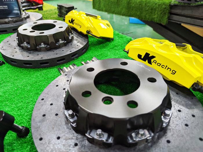 JK Racing 前 SS1四活塞卡鉗組 搭配302mm 碳纖維陶瓷碟盤 另可搭配 劃線碟盤 BMW F87 120i