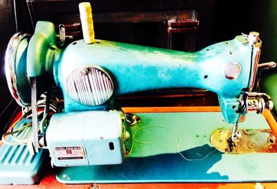 古董 裁縫機 附手提箱子 柑仔店 復古 電影 商場 營業 展覽 居家生活 場景 場地 布置 二手 中古