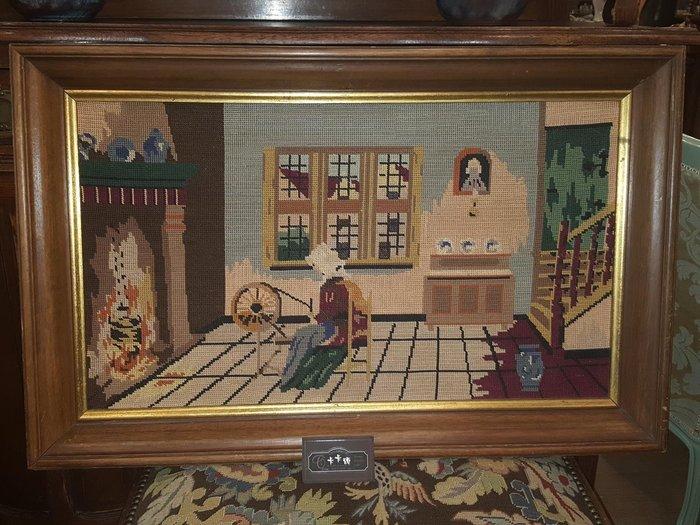 【卡卡頌 歐洲跳蚤市場 / 歐洲古董 】比利時老件_ 暖爐前縫紉的婦人 手工針織 十字繡 掛畫 pa0114