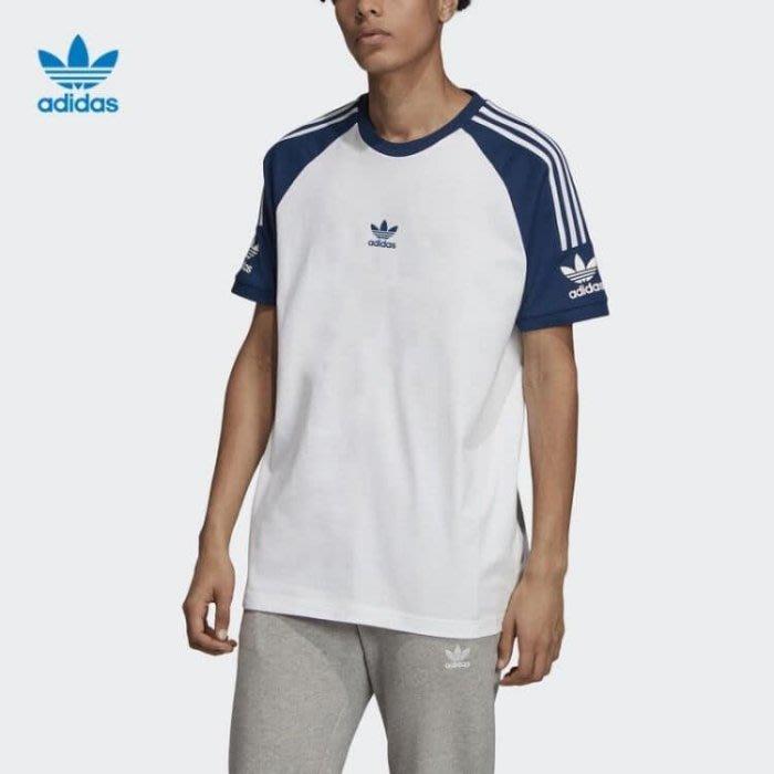 【吉米.tw】ADIDAS ORIGINALS 三葉草 三線 徽章 白色 白藍 男款 短袖 FL8918 AUG a
