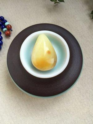 【月壺】小水滴-天然蜜蠟吊墜