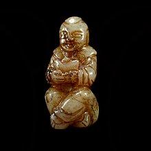 『保真』老玉市場-明清和闐老玉元寶童子(送財童子)立體雕(頂部有穿孔)