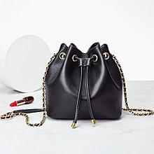 預購包款,請先詢問  真皮 羊皮 20cm 軟羊水桶包 (長鏈帶 ) (菱格紋硬底) -黑 (刷卡/超取付款
