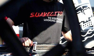 GOODFORIT / 加州造型品牌Suavecito  Pomade Abuse T-Shirt翻玩美國抗毒協會上衣