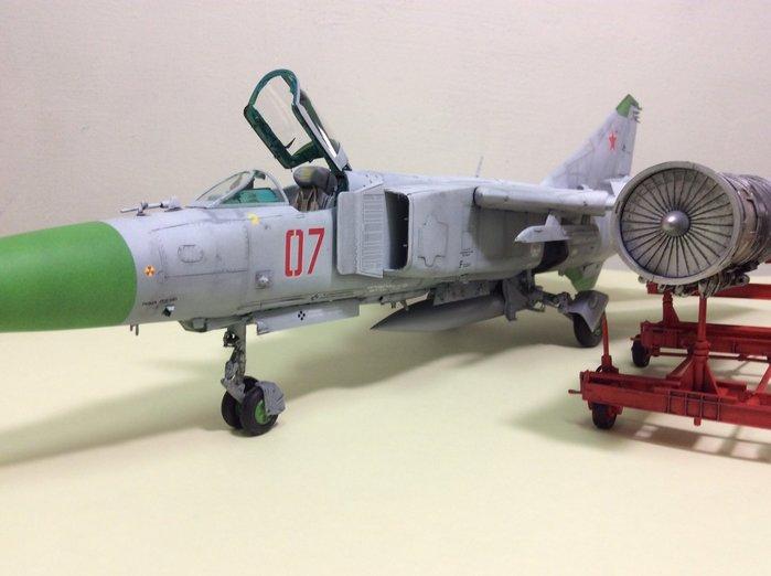 Mig-23韃鞭者的飛梭-冷戰時期空中孌翼的武士