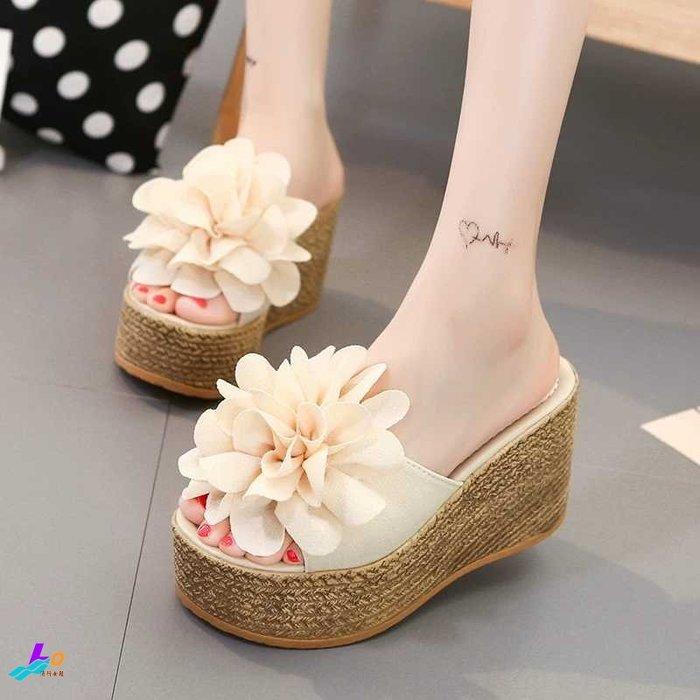Lo流行女鞋~~~~~ 韓系美人~~~ *.:.   單版立體花辦超輕量 厚底 楔型涼拖鞋