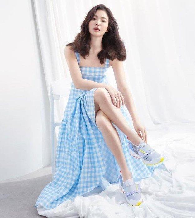 紫滕戀推出宋慧喬同款仙女裙子2019夏季新款韓版氣質小清新格子吊帶連衣裙