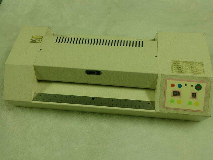 ☆寶藏點☆TCC-6000專業護貝機 A3 6支滾輪 可調式溫度/速度控制/操作得心應手/耐用持久 功能正常 jj115