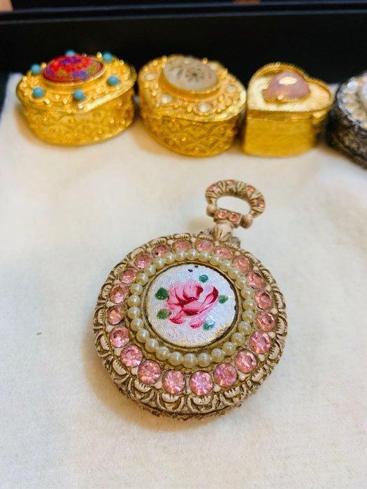 VINTAGE  Florenza珍珠琺瑯粉色花卉寶盒、飾品盒F446
