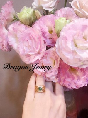 { Dragon Jewelry } 天然祖母綠寶石 旦面 鑲嵌 天然鑽石 寬板 造型 戒指 18 K 金 母親節特價