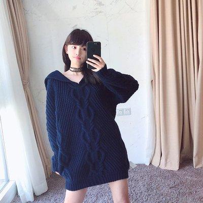 《巴黎拜金女》海軍風V領藏青色長款條紋針織毛衣