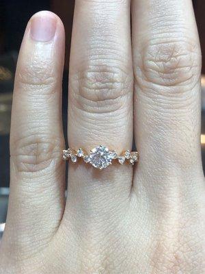 A-LUXE 亞立詩58分GIA天然鑽石戒指,經典廣告雜誌款式,搭配優雅玫瑰金設計,賠售價68800元,最後一批能用未來價格回收的鑽石增值空間大,原價78900