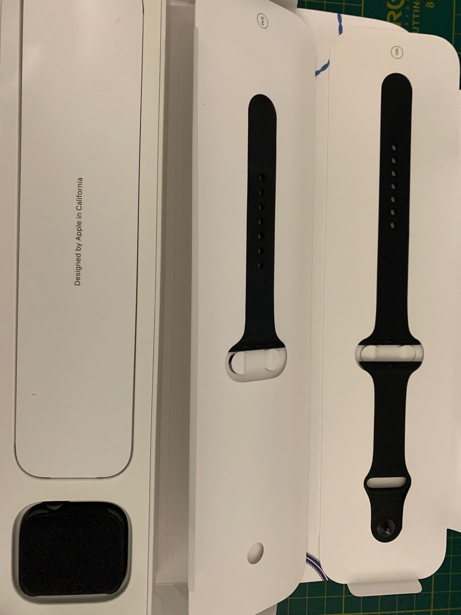 Apple Watch Series 4  44mm GPS + Cel LTE《深藍運動錶帶》二手