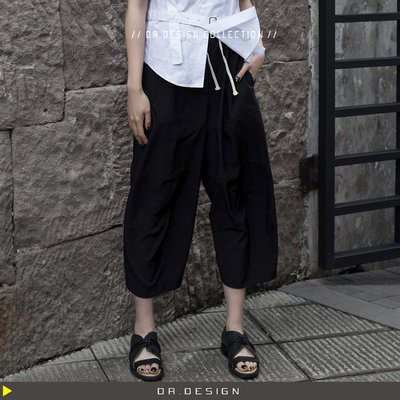 5/27新品►DR.DESIGN│DR31452-暗黑小眾 中性 拼接層次 弧型設計 薄西裝料 寬管 九分褲